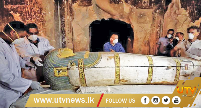 3,000-year-old Egyptian sarcophagus on live TV