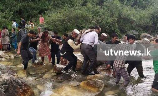 More than 40 die as India bus plunges into gorge