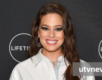 Ashley Graham praised for flaunting her stretch marks