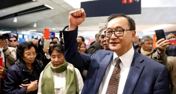 Sam Rainsy: Cambodian opposition leader turned away at Paris check-in – [IMAGES]