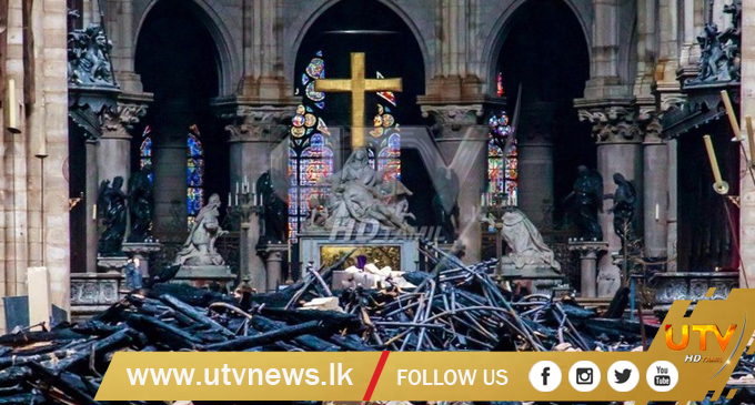 Scenes from Notre Dame Cathedral fire